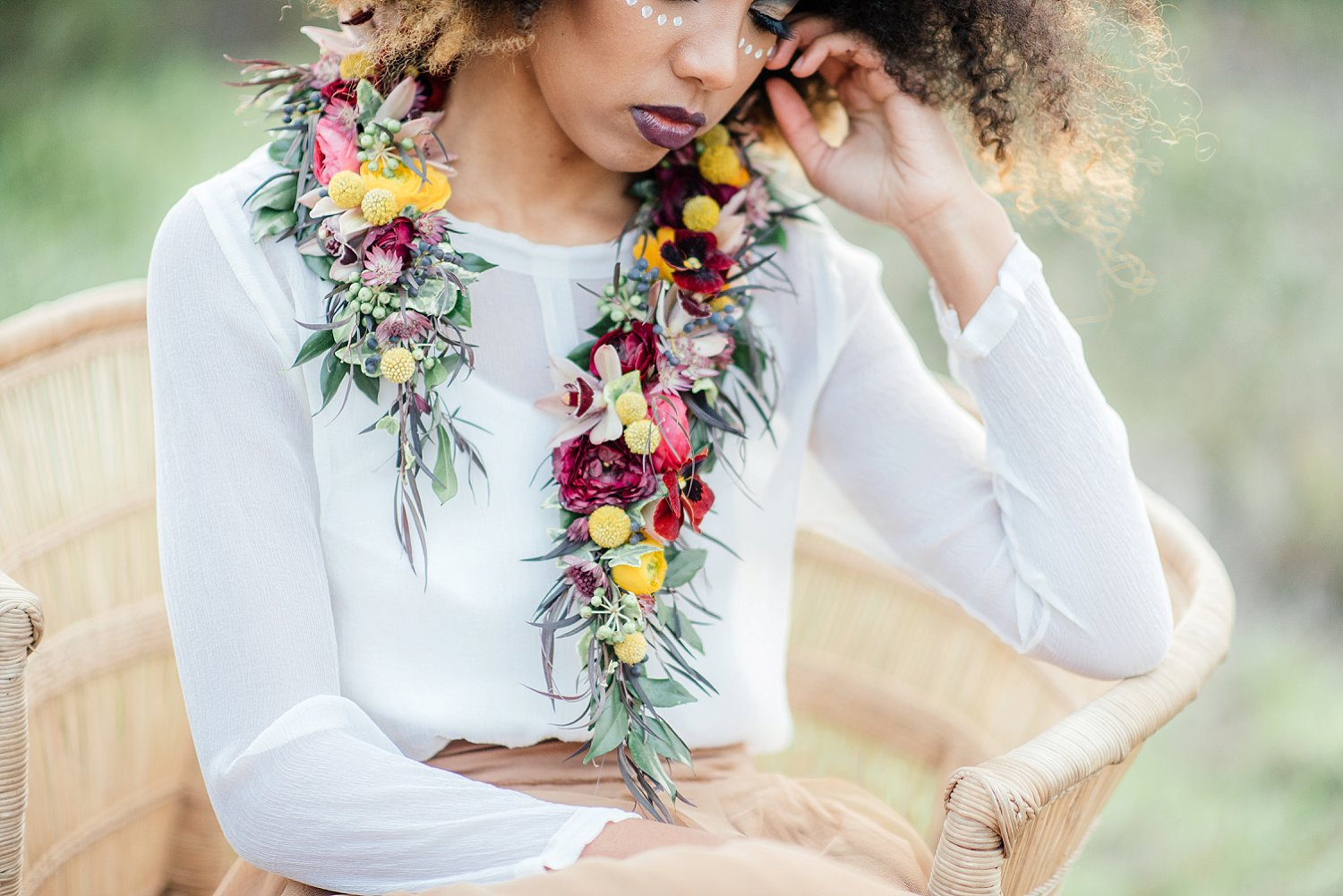 Fresh flower collar by epanouir flower studio